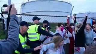 Download Politie grijpt hard in bij protestactie Code Rood; vijf gewonden Video