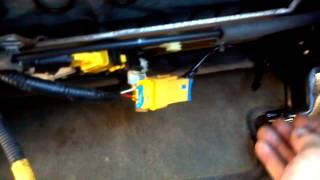 Download Airbag light on continuously, easy fix Video