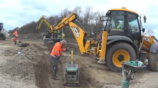 Download JCB 4CX with very skilled backhoe drive Video