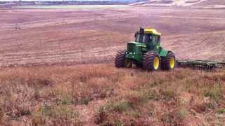 Download John Deere 7520 pulling John Deere 331 Tandem Disc. Video