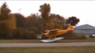 Download N758BB Seaplane Landing @ Y47 on grass Video