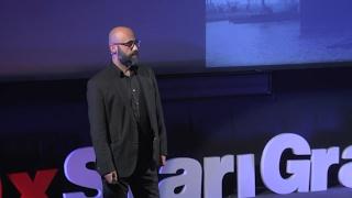 Download Zašto diCaprio nije preživio Titanic?   Ismir Omeragić   TEDxStariGrad Video
