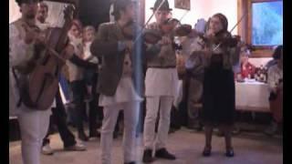 Download Zerkula emlékzenekar gyimesi muzsika / Hungarian folkmusic from Ghimes Video