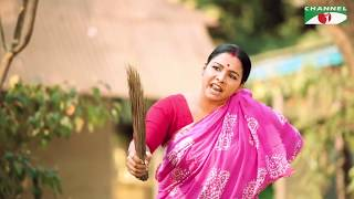Download ঋণদাতাকে ঝাড়ুহাতে তাড়ালেন রুনা খান! Jayanta Chattopadhyay   Runa Khan   Gopito Video