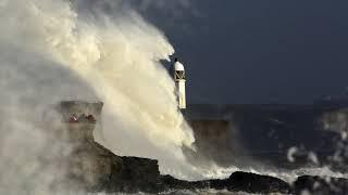 Download La tormenta Ofelia paraliza Irlanda y deja tres muertos Video
