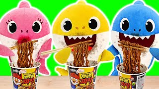 Download Baby sharks cooks Pororo Black Noodle Without Daddy Shark Knowing | PinkyPopTOY Video