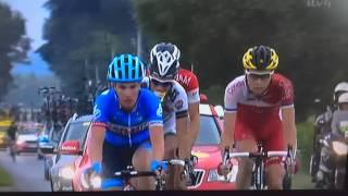 Download Martin Elmiger takes a leak whilst riding in le Tour de France Video