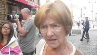 Download Niemiecka mlodziez spiewajaca po niemiecku na ulicy Video