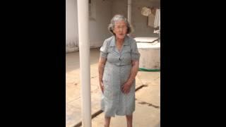 Download Vovó Lole, 98 anos, ensina seus exercícios diários Video