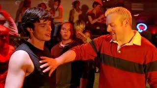 Download Clark brigando em Bar - Smallville 2x04 Dublado Video