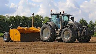 Download *NEW* Valtra T234 Active Black land levelling | Bos 5m scraper box | Cintégro - Ens Video