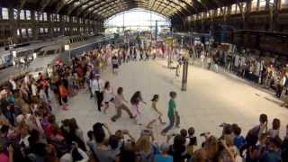 Download Flashmob We are One à la Gare Lille Flandres par Eric Koloko pour SNCF Video