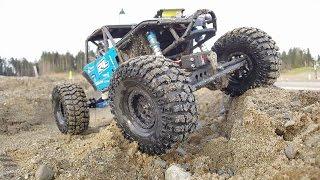 Download Axial RR10 Bomber-New tires and a creek bed - Quak Rc Video