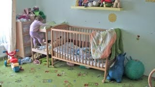 Download Teri escaping from the crib (17 months old) Video