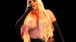 Download Lia Crucet - En Un Cuarto De Hotel Video