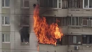 Download Пожар в Южном Бутове, часть 1. Виновник пожара погиб, женщину спасли!! Video