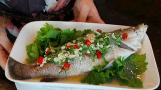 Download Steamed Fish w/ Lime | Pla Neung Manao-Hot Thai Kitchen! ปลากะพงนึ่งมะนาว Video