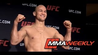 Download UFC 211 Official Weigh-in: Stipe Miocic vs Junior dos Santos Video