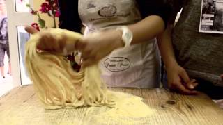 Download Mì Ý tươi kéo sợi bằng tay Video