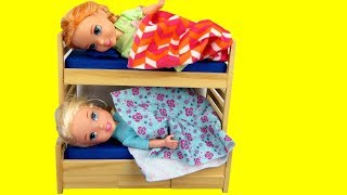 Download Toddler Elsa CAN'T Sleep ! Elsa and Anna toddlers - bedtime - night time Video