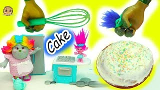 Download Baking A Cake With Dreamworks Trolls Poppy, Branch and Bergen Bridget - Video Video