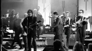 Download Roy Orbison - Oh, Pretty Woman (from Black & White Night) Video