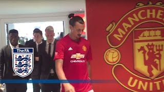 Download Leicester City v Man United - Tunnel Cam (Ibrahimović, Vardy) 2016 Community Shield | Inside Access Video