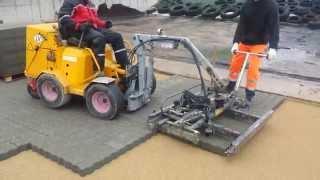 Download Mechanizuotas grindinio trinkeliu klojimas Video