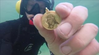 Download TREASURE FOUND IN THE OCEAN! Guns, Gold, Silver, Cell Phone & Coins Metal Detecting Underwater! Video
