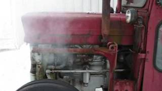 Download Cold start an old massey ferguson 135 Video