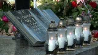 Download Wszystkich Świętych - nowe ″mody″ na cmentarzach Video