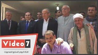 Download وزير التنمية المحلية يزور أقاربه بسوهاج والأهالى يستقبلونه بالمزمار البلدى Video