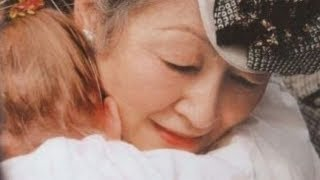 Download 【オランダ国民絶賛!!】美智子皇后陛下が抱きしめた少女へのお気遣いにオランダ国民が感動 Video
