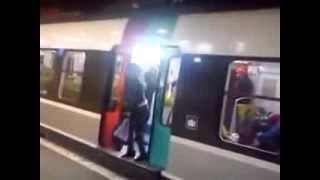 Download Καθυστερούσε το μετρό και... δείτε τι της έκαναν! Video