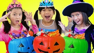 Download Emma Jannie & Wendy Pretend Play Halloween Trick Or Treat Costume Dress Up for Candy Haul Video