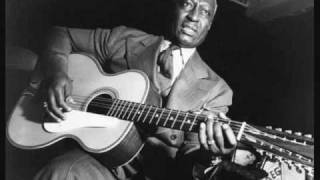 Download Lead Belly - Where Did You Sleep Last Night? (1944) (TRUE STEREO) Video