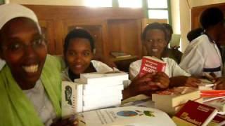 Download 12 nov.2009 Film remise des livres à Bukeye au Burundi.MOV Video