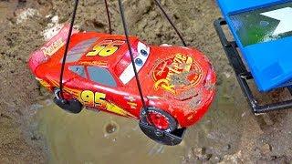 Download 맥퀸 자동차 구출놀이 도와주기 중장비 자동차 포크레인 모래놀이 Car Toys Rescue Helps Excavator Video
