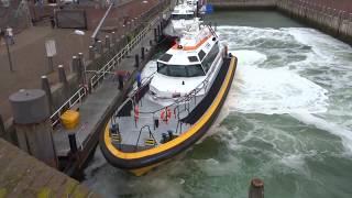 Download Lynx class pilot boat docking Video