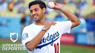 Download Carlos Vela lanza la primera bola en el estadio de los Dodgers Video