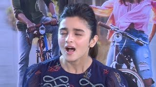 Download Alia Bhatt Singing Love You Zindagi Song | Live Performance Video