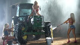 Download John Deere Goes To The Car Wash Video
