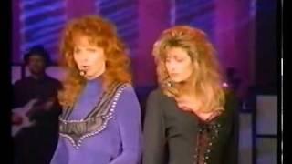 Download Reba McEntire & Linda Davis - Does He Love You (Reba Live: 1995) Video
