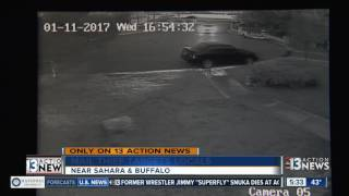 Download Surveillance video shows man chasing after mail thief Video