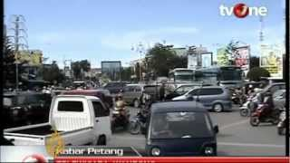 Download Indonesia earthquake: Tsunami warning triggers panic Video