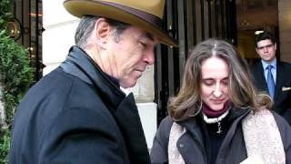 Download Pierce Brosnan signing autographs in Paris February 2010 Video