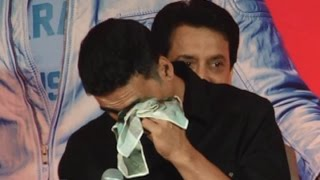 Download Akshay Kumar Cries On Stage When Asked About Not Winning Awards Video