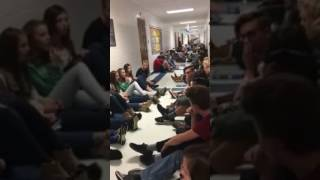 Download Georgia high school club sings to keep students calm during tornado outbreak Video