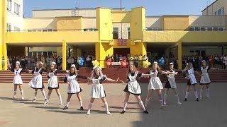Download Танец выпускниц на Последнем звонке-2017 в СШ №11 г.Солигорска Video