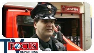 Download Nachts um halb eins! St. Pauli zwischen Rot- und Blaulicht - Focus TV Reportage Video